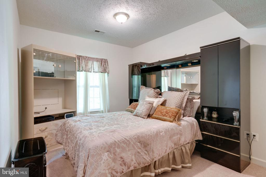 Basement Bedroom - 5432 QUAINT DR, WOODBRIDGE