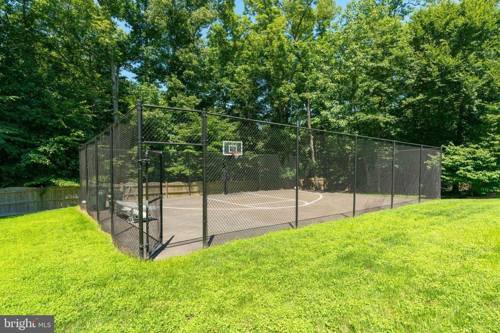 Basketball Court - 5432 QUAINT DR, WOODBRIDGE