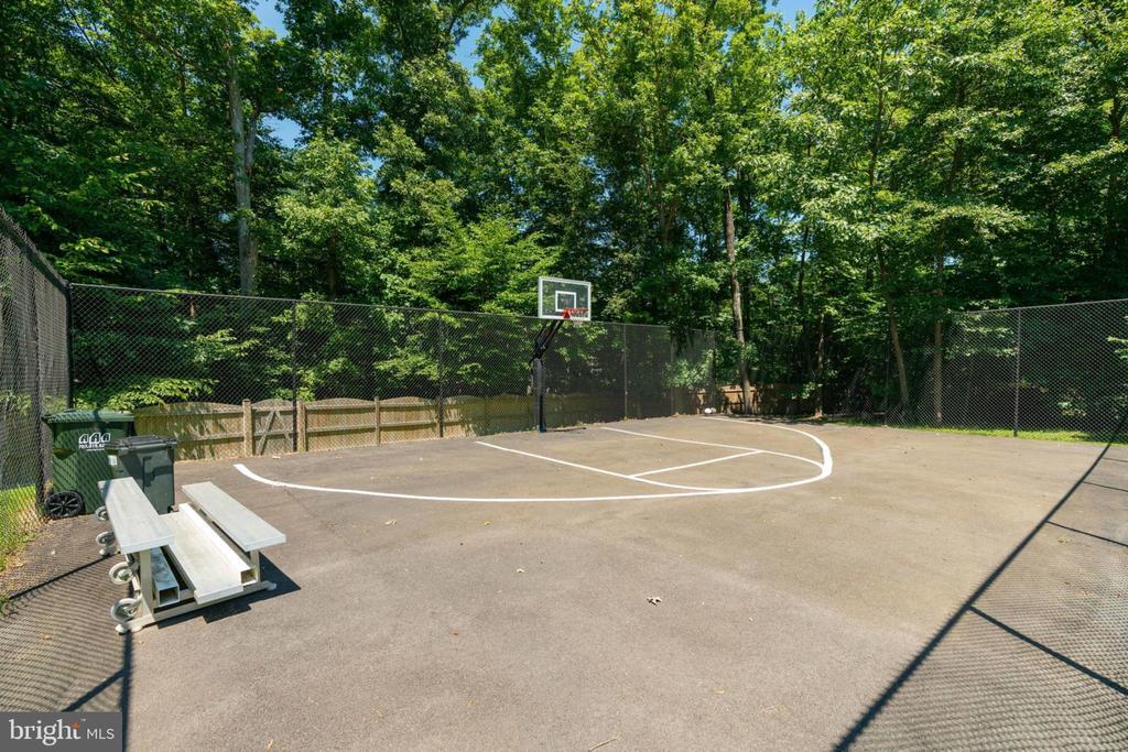 Basketball Court Inside - 5432 QUAINT DR, WOODBRIDGE