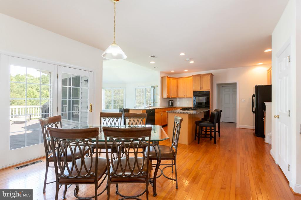 Gourmet Kitchen with island and Informal Dining - 25558 MIMOSA TREE CT, CHANTILLY