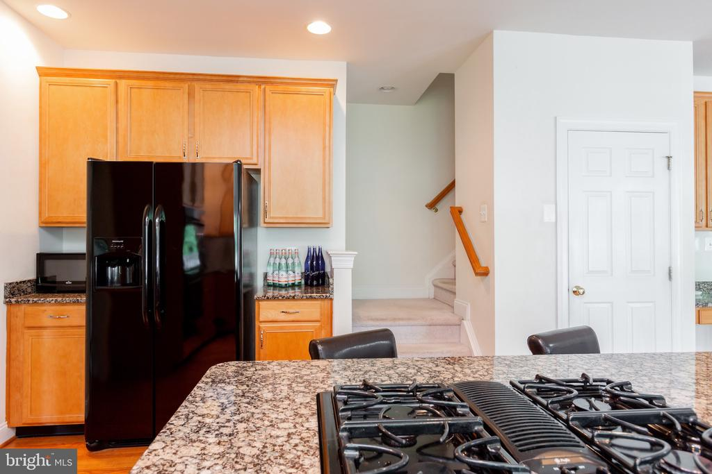Kitchen has 2nd staircase to Bedrooms - 25558 MIMOSA TREE CT, CHANTILLY
