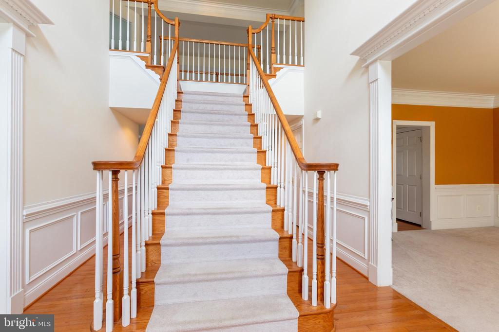 Grand Staircase in  2-Story Foyer - 25558 MIMOSA TREE CT, CHANTILLY