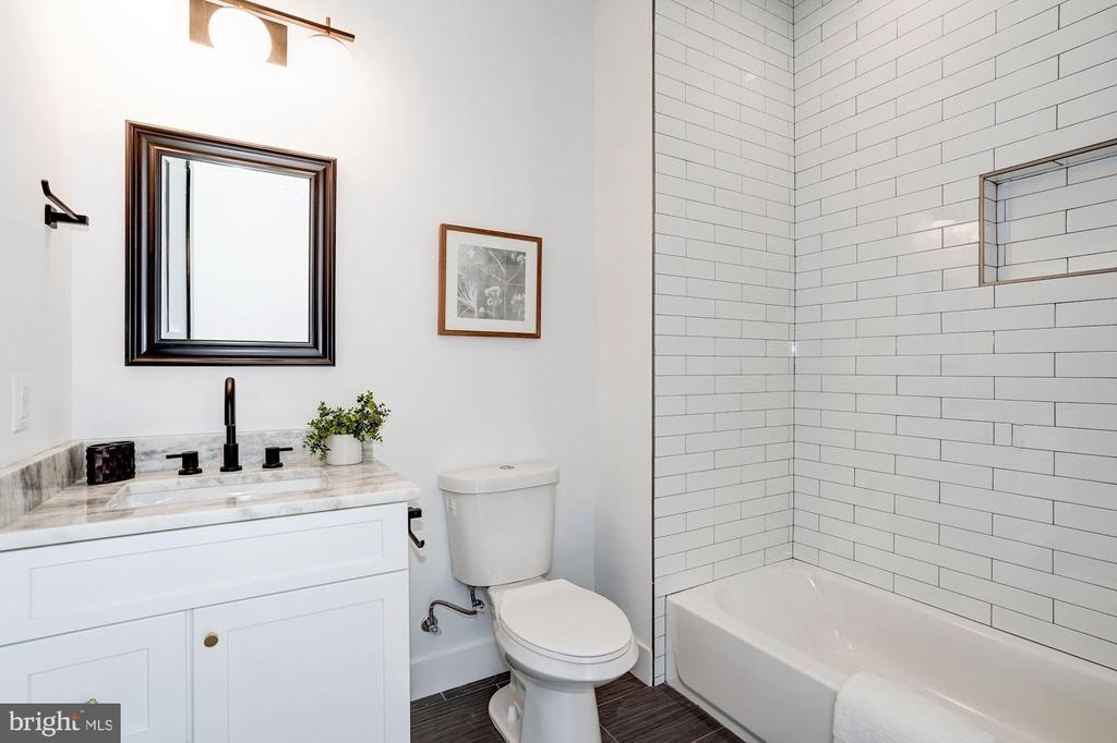 Bathroom - 410 K ST NE, WASHINGTON