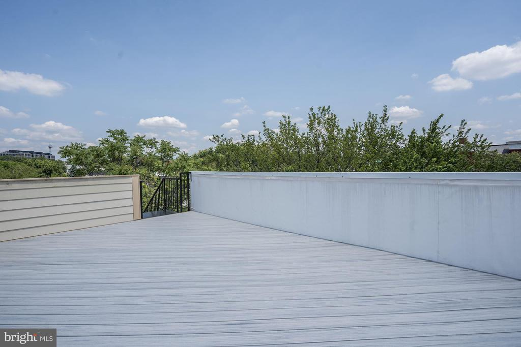 Shared Rooftop Deck - 410 K ST NE, WASHINGTON