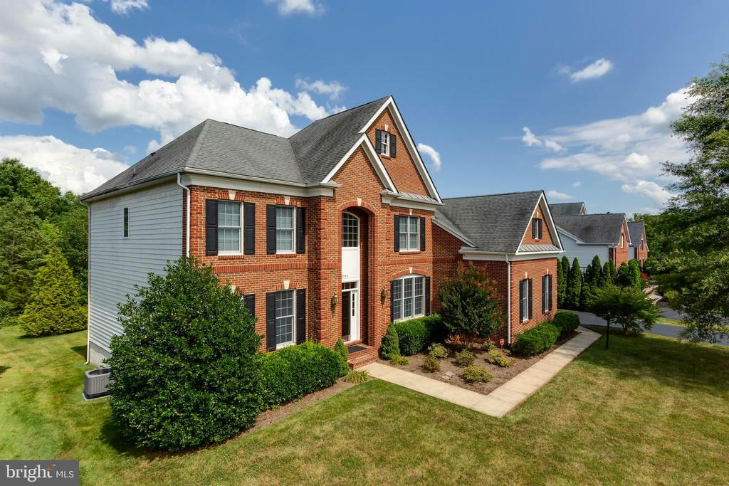 Brick front, and white siding exterior - 25558 MIMOSA TREE CT, CHANTILLY