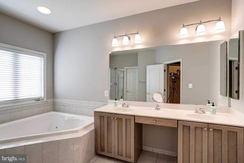His and Her's Vanity - 22022 SUNSTONE CT, BROADLANDS