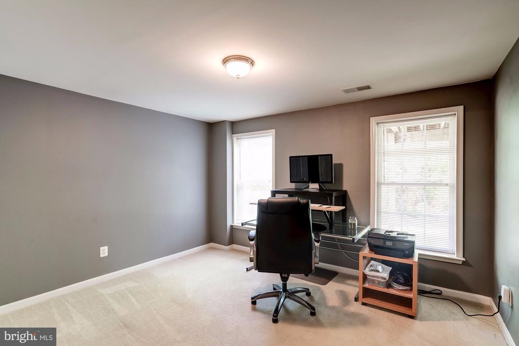 5th Bedroom or Private Office - 22022 SUNSTONE CT, BROADLANDS