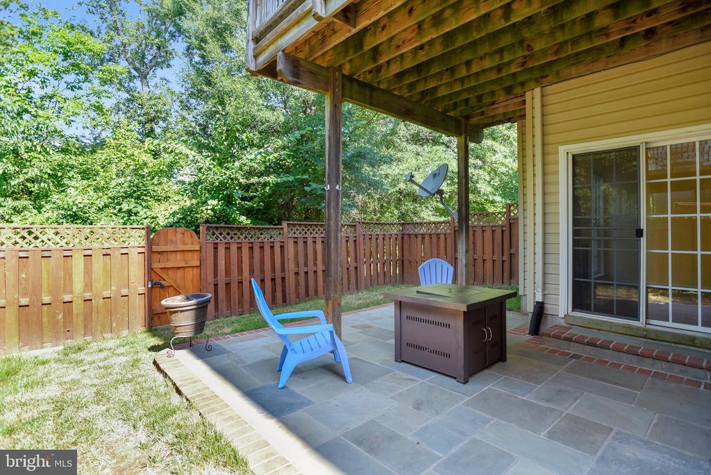 Custom flag stone and brick patio - 21935 WINDY OAKS SQ, BROADLANDS