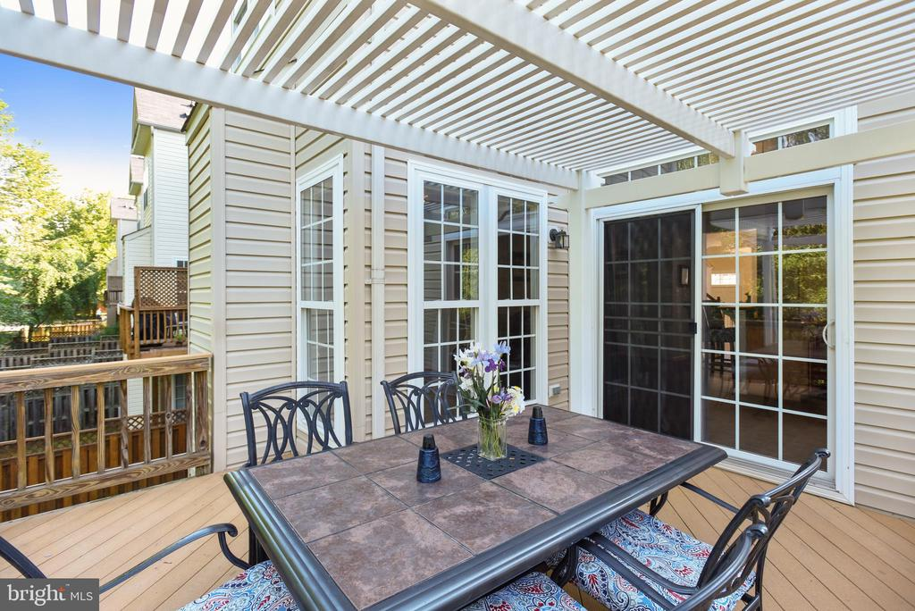 Dual access into home from deck - 21935 WINDY OAKS SQ, BROADLANDS