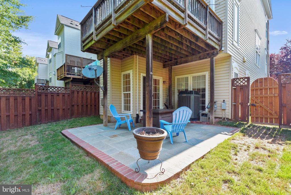 Deck and patio - 21935 WINDY OAKS SQ, BROADLANDS