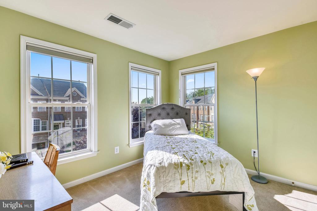 Bedroom 2 - 21935 WINDY OAKS SQ, BROADLANDS
