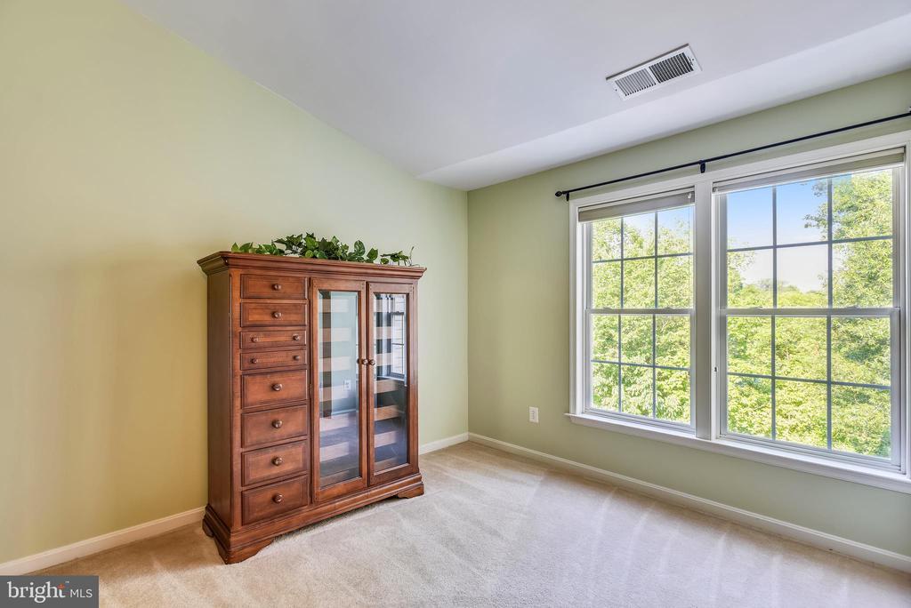 Master bedroom sitting area - 21935 WINDY OAKS SQ, BROADLANDS