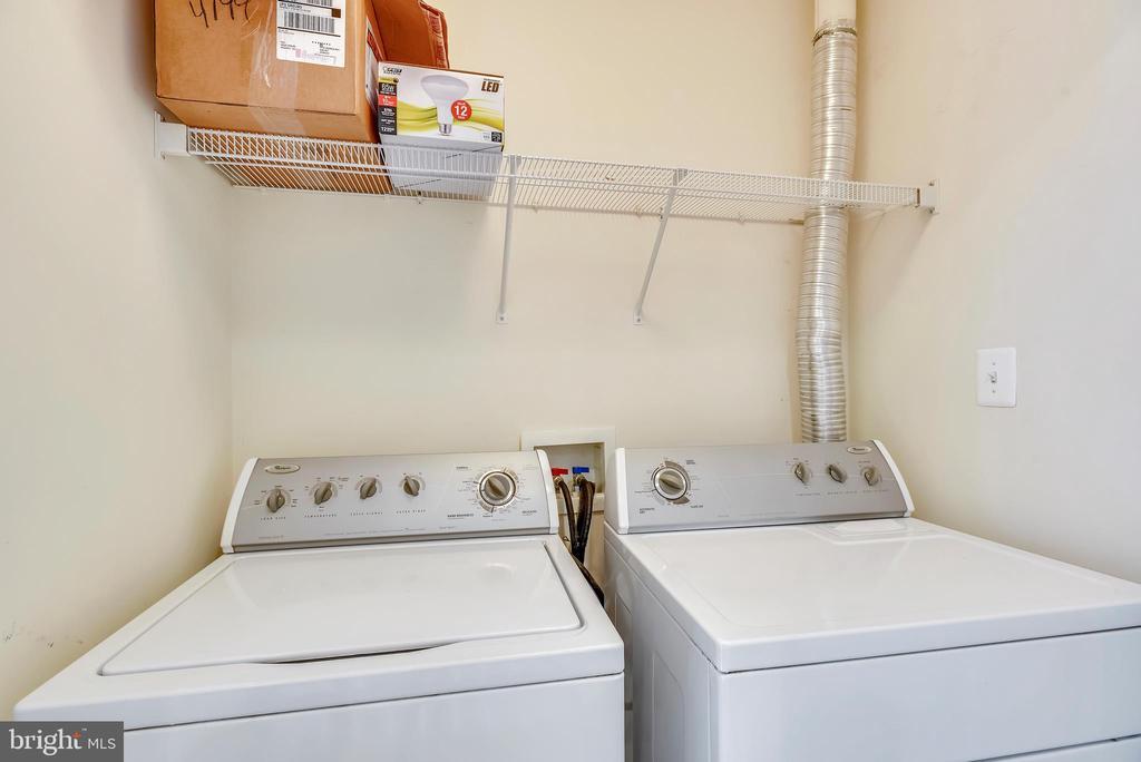 Upper level laundry area - 21935 WINDY OAKS SQ, BROADLANDS