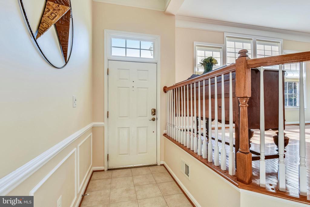 Entry foyer with ceramic tile flooring - 21935 WINDY OAKS SQ, BROADLANDS