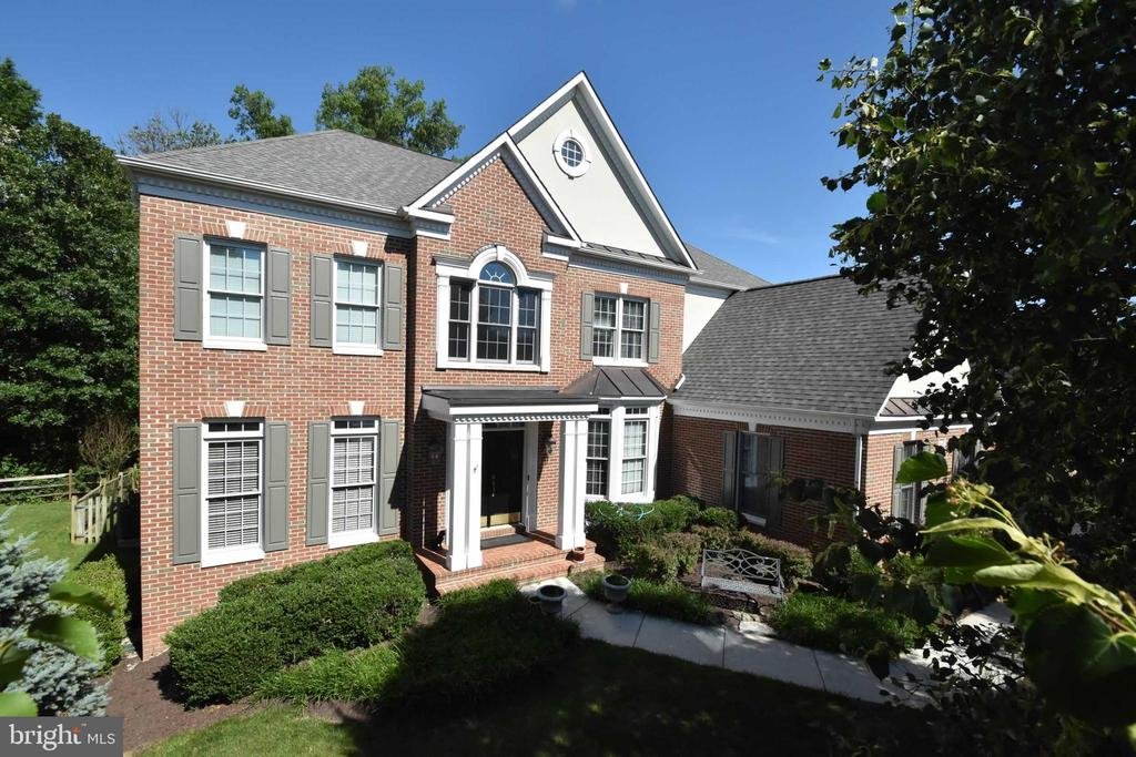 Gorgeous brick front South Riding home - 26112 TALAMORE DR, CHANTILLY