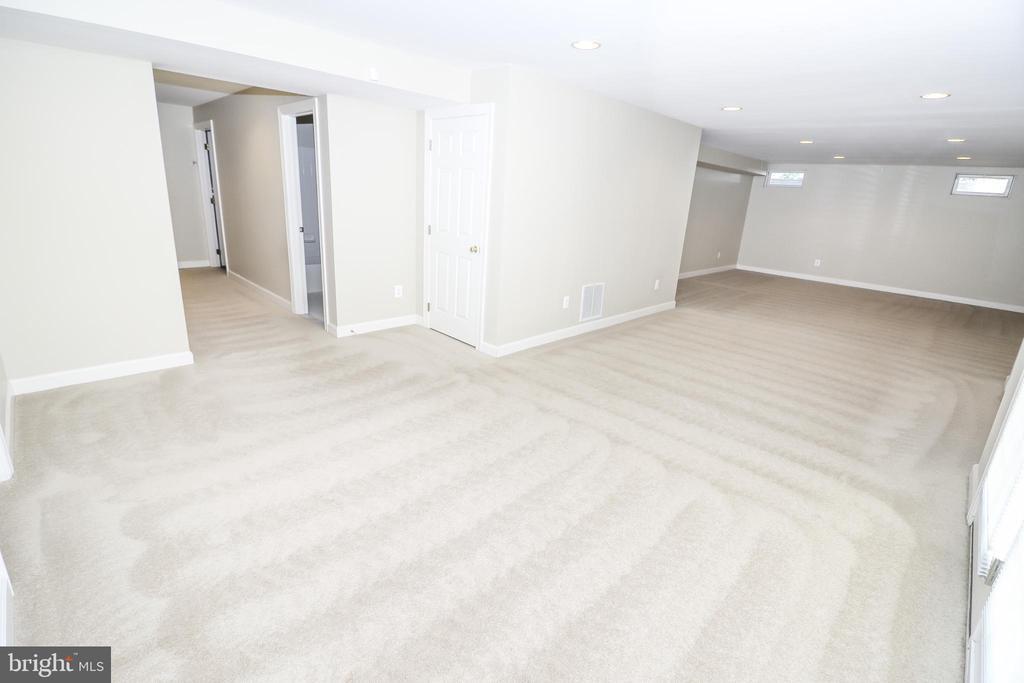 Rec Room - 43350 SNEAD LN, SOUTH RIDING