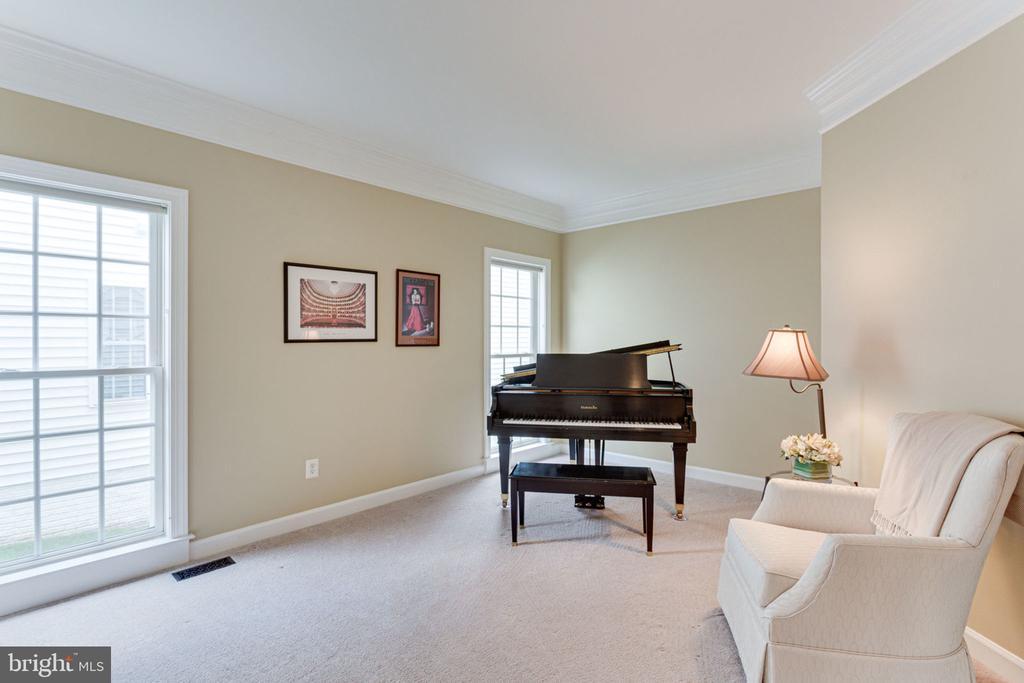 Quaint Living Room - 2625 AMANDA CT, VIENNA