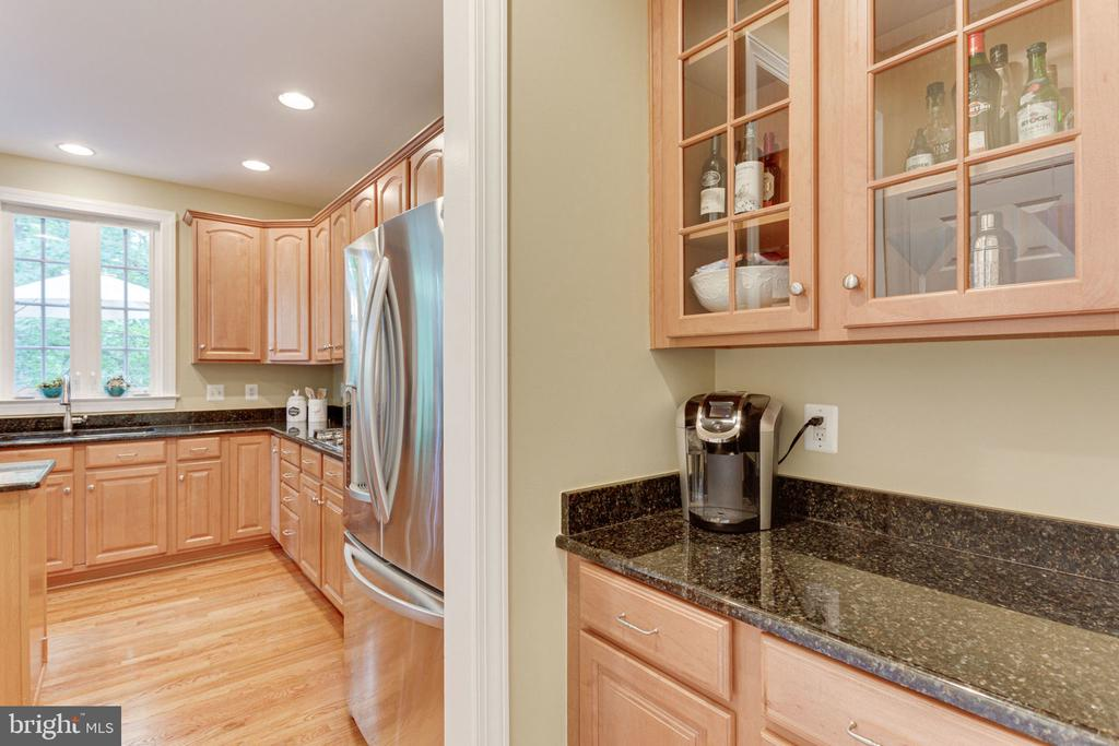 Butlers Pantry Perfect for Making Morning Coffee - 2625 AMANDA CT, VIENNA