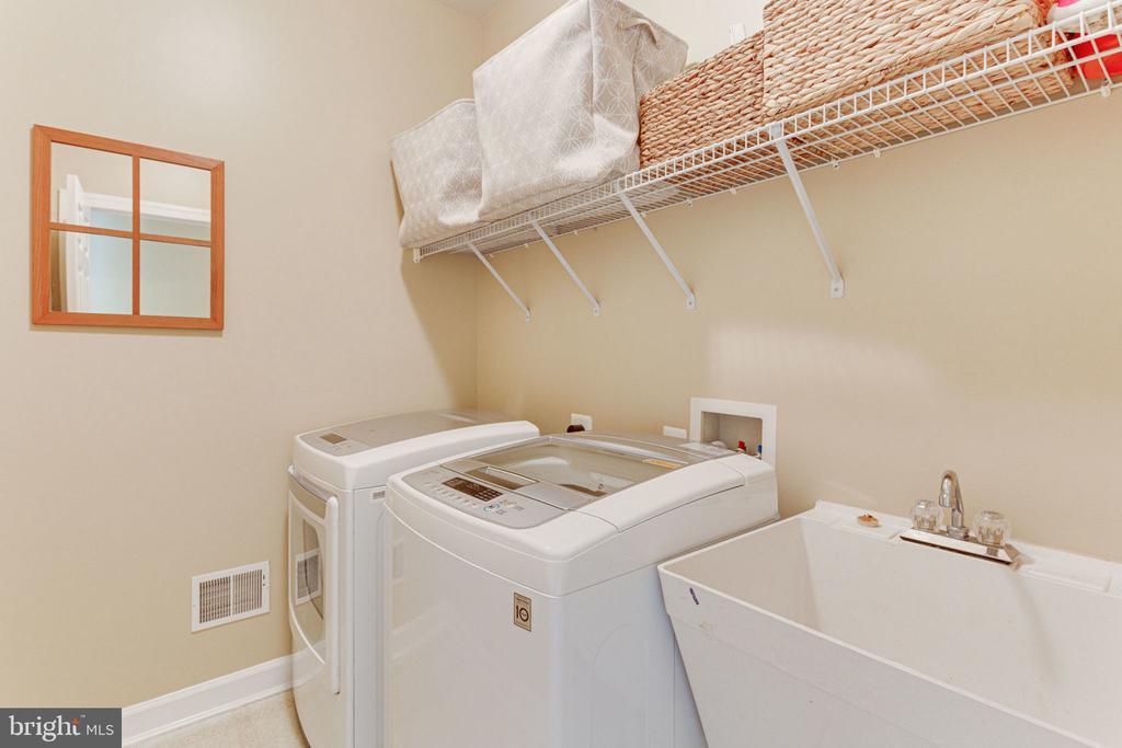 Upper Level Newer Washer/Dryer - 2625 AMANDA CT, VIENNA