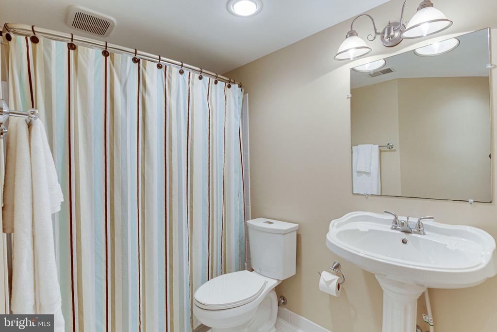 Additional 5th Bedroom has Access to Full Bath - 2625 AMANDA CT, VIENNA
