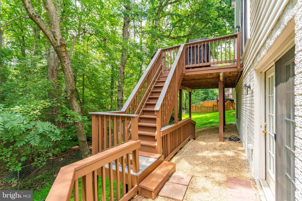 Awesome Deck Backing to Trees - 2625 AMANDA CT, VIENNA
