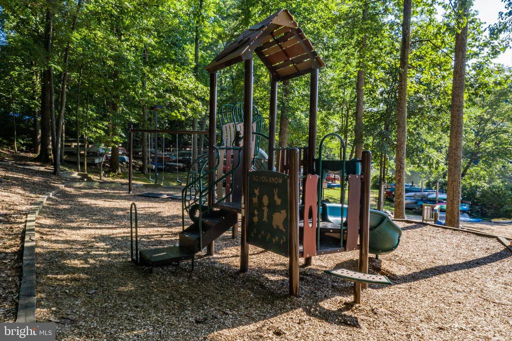 West Beach Playground - 15691 PIKE TRL, DUMFRIES