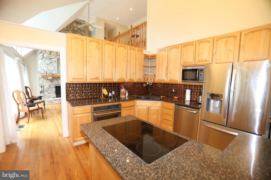 KITCHEN W/SS APPLIANCES - 5407 WYNDEMERE CIR, MINERAL