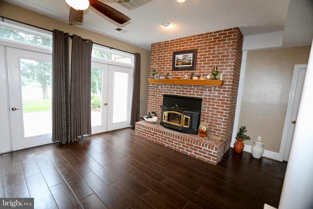 FULL- FINISHED WALKOUT BASEMENT W/WOOD STOVE - 5407 WYNDEMERE CIR, MINERAL