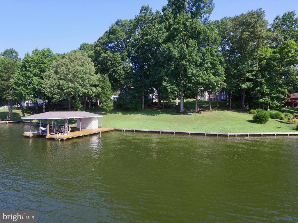 BOATHOUSE W/LIFT & 2 JETSKI RAMPS - 5407 WYNDEMERE CIR, MINERAL