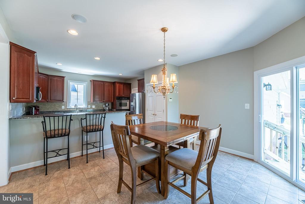 Sunny breakfast room to spend your mornings - 23068 PECOS LN, BRAMBLETON