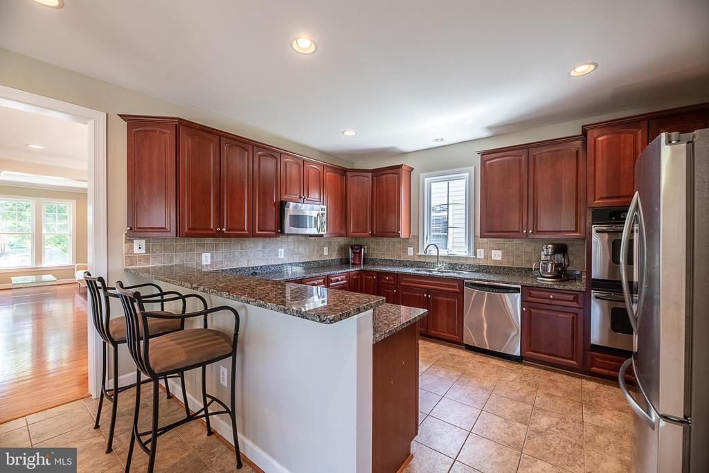 Cooking meals just got more fun! - 23068 PECOS LN, BRAMBLETON