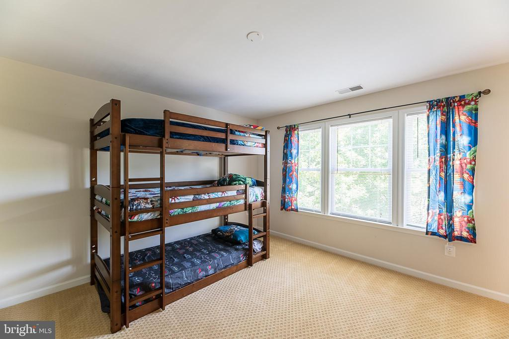 Additional upper level bedroom - 23068 PECOS LN, BRAMBLETON