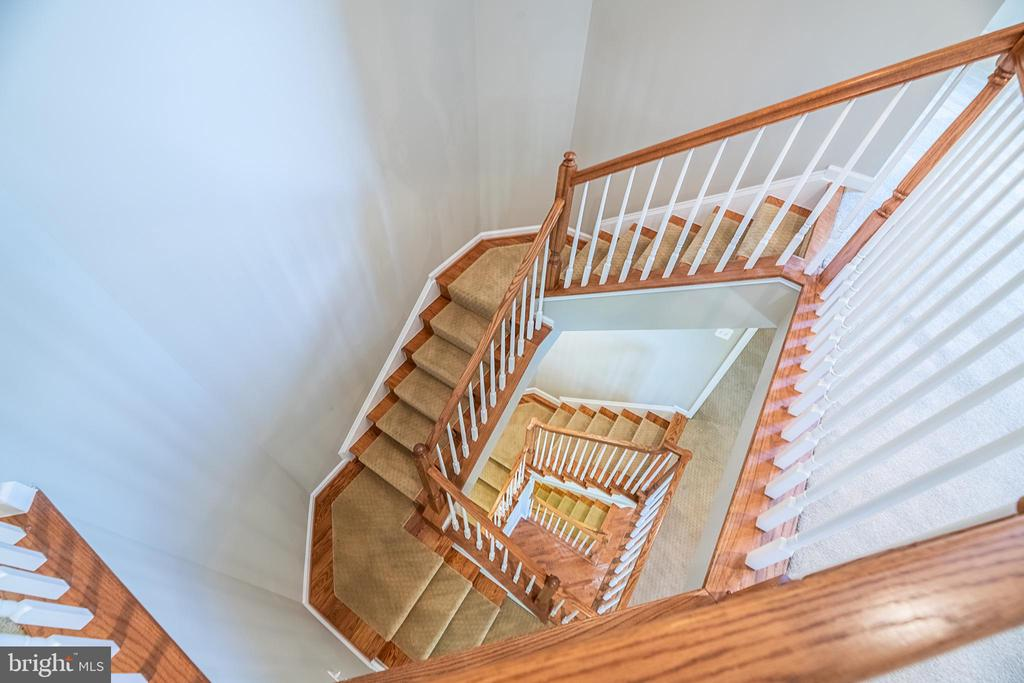 Incredible 4 level home - 23068 PECOS LN, BRAMBLETON