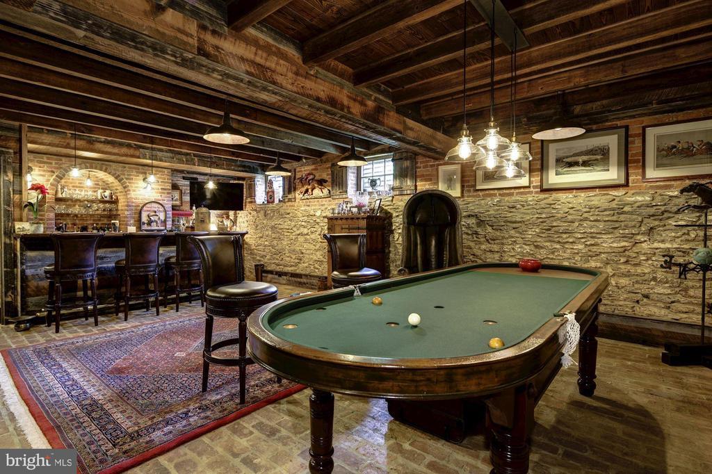 Jockey Club Pub - 13032 HIGHLAND RD, HIGHLAND