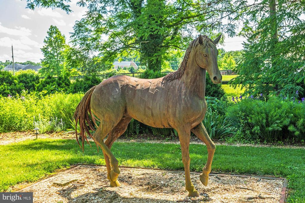 Statue - 13032 HIGHLAND RD, HIGHLAND
