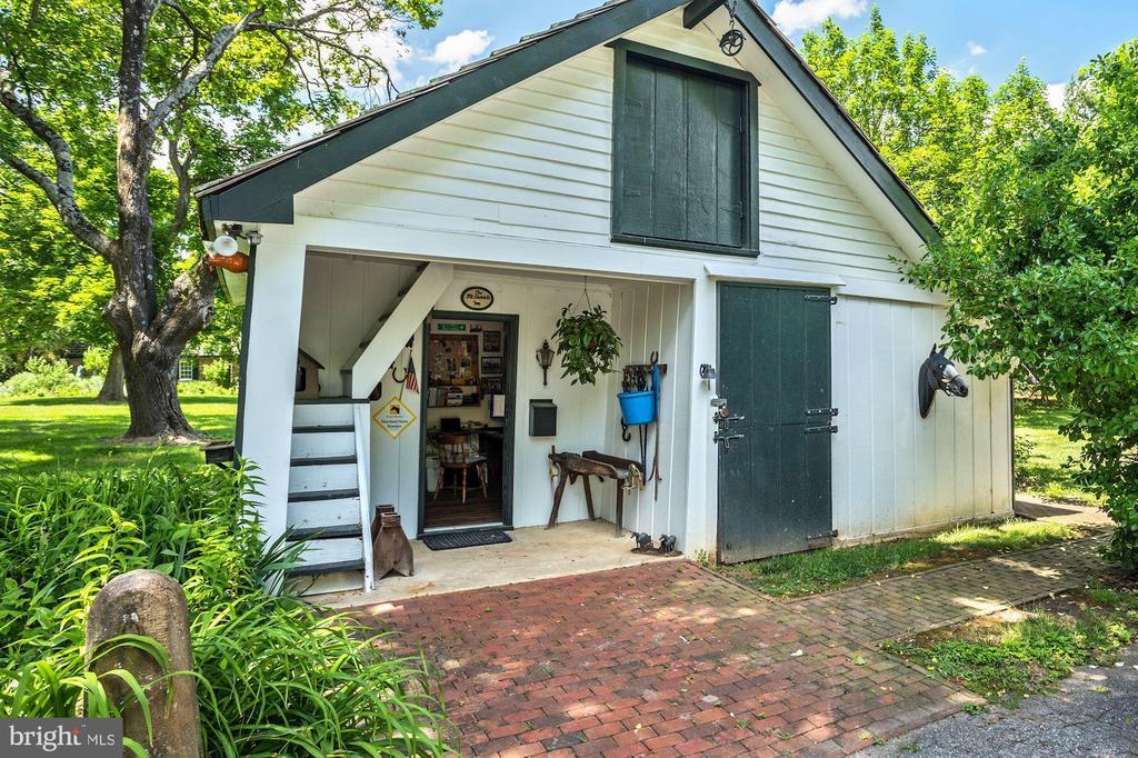 Carriage House Farm Office - 13032 HIGHLAND RD, HIGHLAND