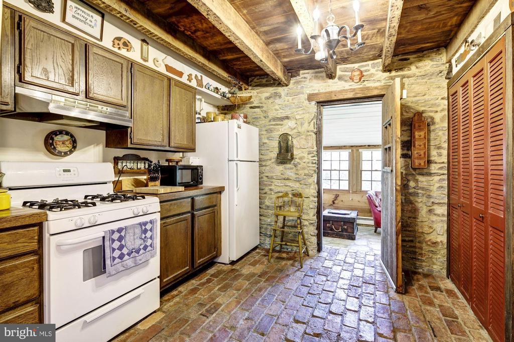 Cottage Kitchen - 13032 HIGHLAND RD, HIGHLAND