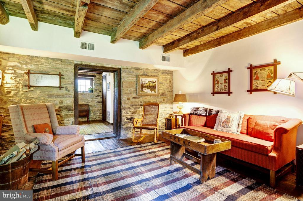 Cottage Living room - 13032 HIGHLAND RD, HIGHLAND