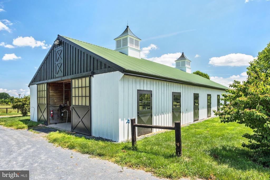 Large Barn - 13032 HIGHLAND RD, HIGHLAND
