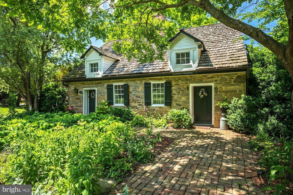Cottage - 13032 HIGHLAND RD, HIGHLAND