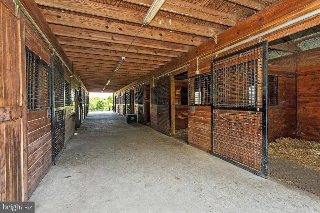 Interior - Large Barn - 13032 HIGHLAND RD, HIGHLAND