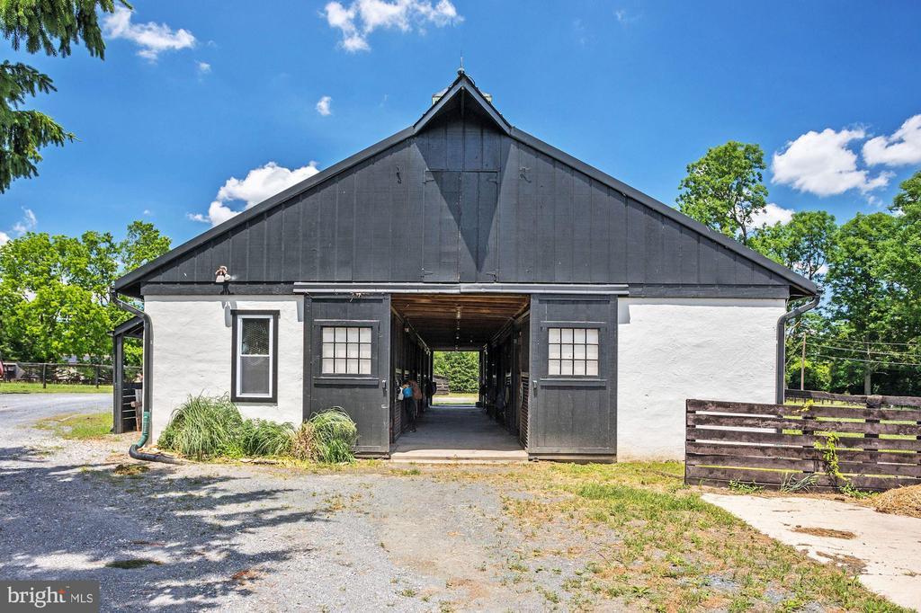 Small Barn - 13032 HIGHLAND RD, HIGHLAND
