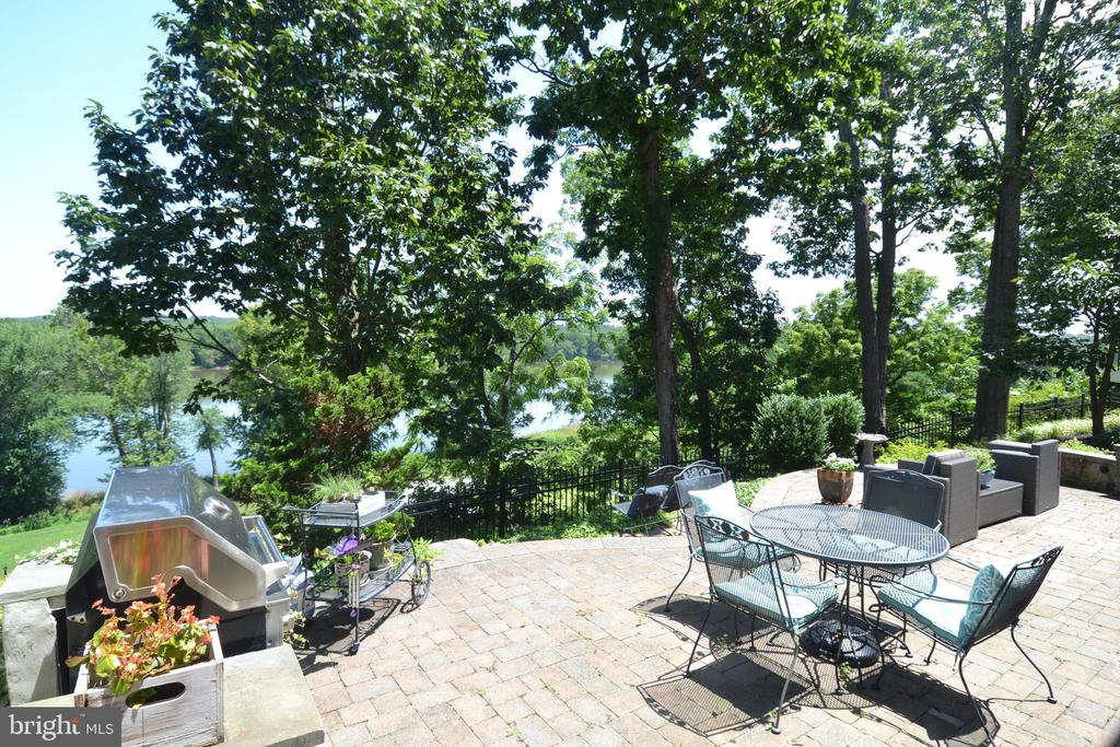 Rear Patio overlooking Golf Course & River - 18318 FAIRWAY OAKS SQ, LEESBURG