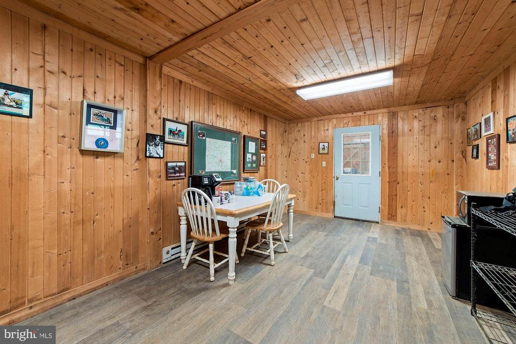 AC/Heat Lounge w/ Viewing Area looking into Indoor - 15012 CLOVER HILL RD, WATERFORD