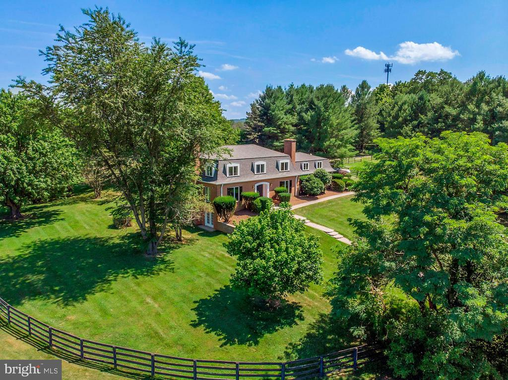 Beautiful fenced yard and mature trees - 15012 CLOVER HILL RD, WATERFORD