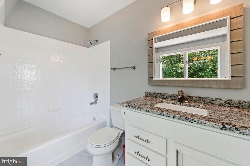 Renovated Master Bathroom - 15012 CLOVER HILL RD, WATERFORD