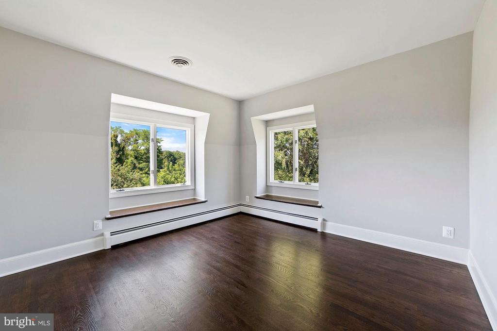 Bedroom #2 with new hardwood flooring - 15012 CLOVER HILL RD, WATERFORD