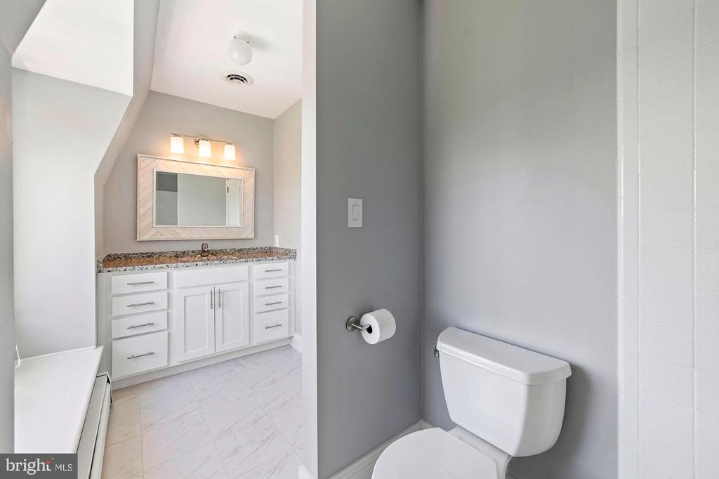Renovated Hall Bathroom - 15012 CLOVER HILL RD, WATERFORD