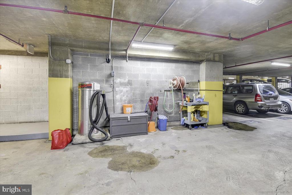 Underground Garage - 1001 N RANDOLPH ST #107, ARLINGTON