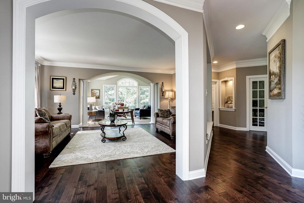 Living room area - 2924 FOX MILL MANOR DR, OAKTON